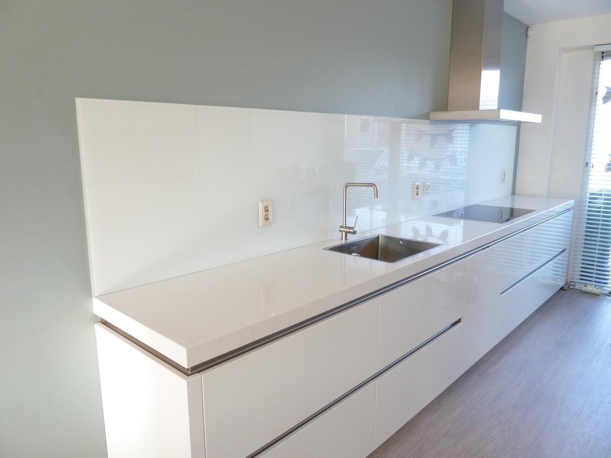 Glasplaat Keuken Foto : keuken achterwand een glazen keuken achterwand geeft uw keuken een